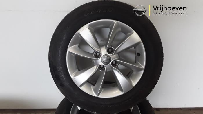 Juego de llantas y neumáticos de un Opel Corsa D 1.3 CDTi 16V ecoFLEX 2014