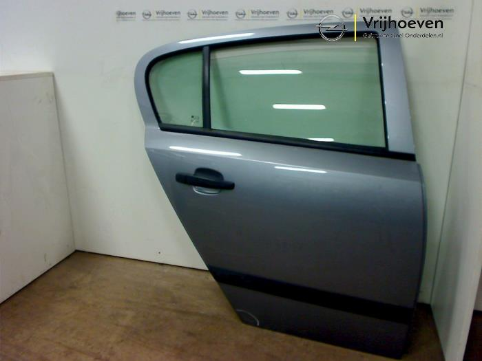 Puerta de 4 puertas derecha detrás de un Opel Astra H (L48) 1.6 16V Twinport 2007