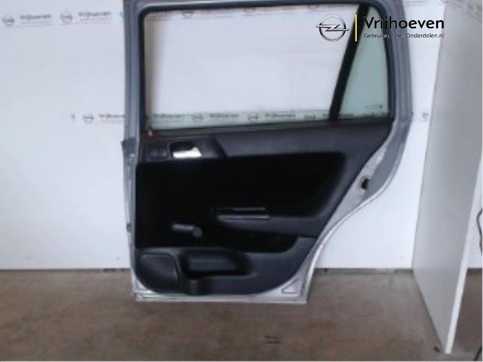 Puerta de 4 puertas derecha detrás de un Opel Astra G Caravan (F35) 1.6 16V 2001