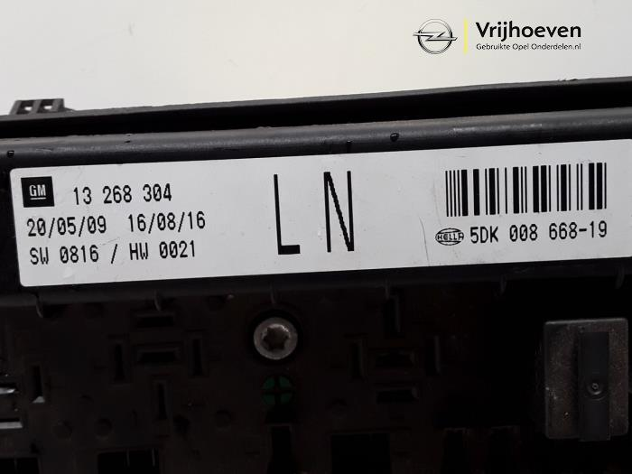 fuse box from a opel astra h (l48) 1 6 16v twinport 2008