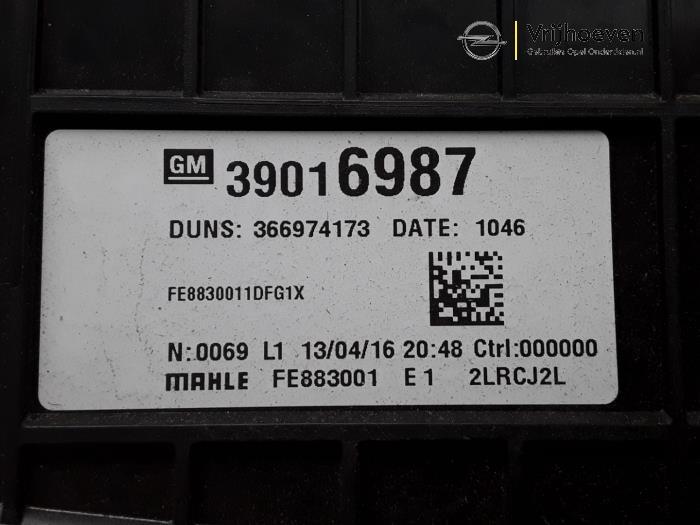 Boîtier chauffage d'un Opel Astra K Sports Tourer 1.6 CDTI 110 16V 2016