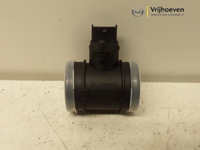 Airflow meter from a Opel Astra G (F07) 2.2 DTi 16V 2005