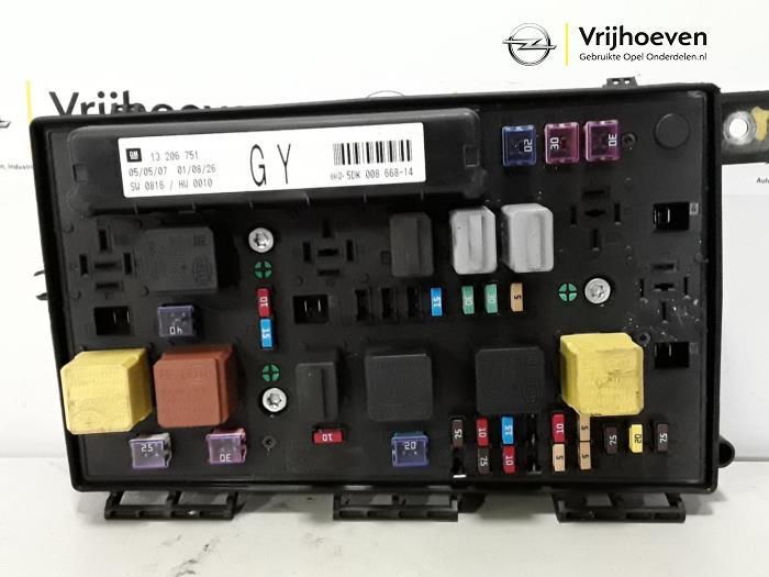 used opel zafira m75 1 6 16v fuse box 13206751 autodemontage rh proxyparts com opel zafira b fuse box opel zafira 2006 fuse box