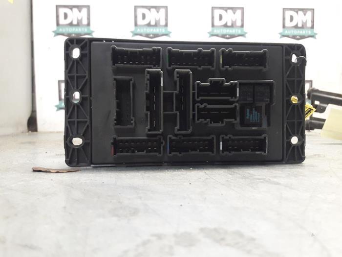 fuse box from a mini mini one/cooper (r50) 1 6 16v cooper 2006
