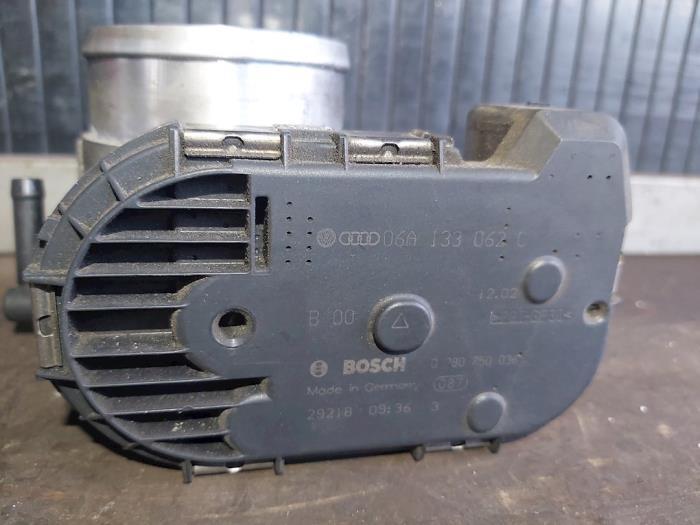 Boîtier accélérateur d'un Audi TT (8N3) 1.8 20V Turbo Quattro 2002