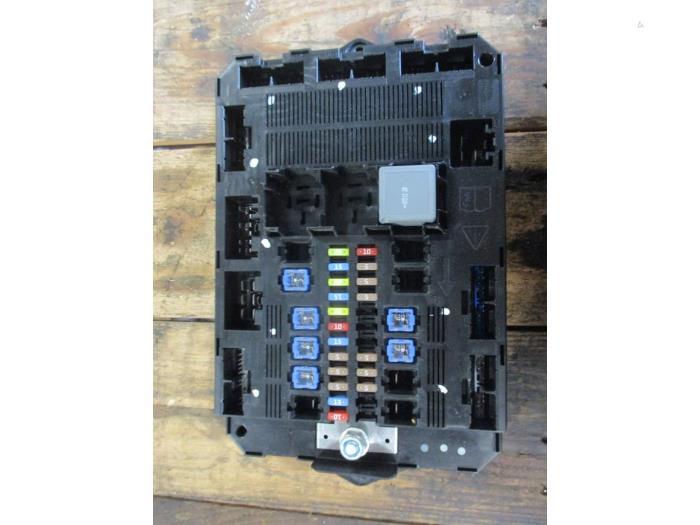 fuse box in garage used jaguar xf  cc9  2 7 d v6 24v fuse box c2z13686 garage  jaguar xf  cc9  2 7 d v6 24v fuse box