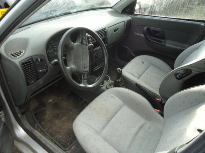 Volkswagen Caddy II 1.9 TDI Vehículo de desguace (2001, Granito)