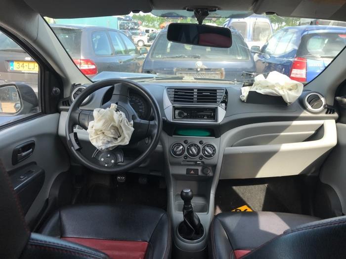 Nissan Pixo 1.0 12V Schrottauto (2010, Schwarz)