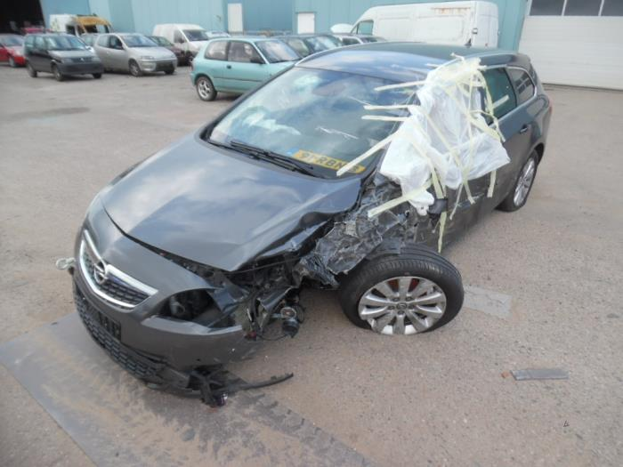 Opel Astra J Sports Tourer Pd8pe8pf8 17 Cdti 16v Salvage Year