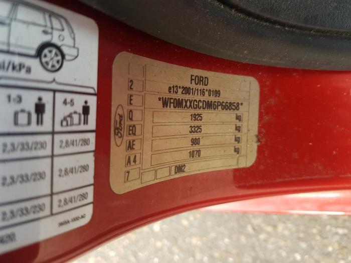Ford Focus C-Max 2.0 16V Samochód złomowany (2006, Czerwony)