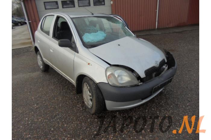 Toyota Yaris (P1) 1 0 16V VVT-i (salvage, year of