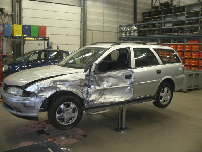 Opel Vectra B Caravan (31) 1.6 16V (salvage, Year Of Construction 1999,  Colour Silver Grey) | ProxyParts.com