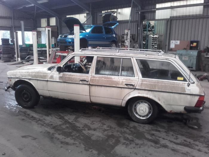 Mercedes 200 280 W123 200 Salvage Year Of Construction 1985