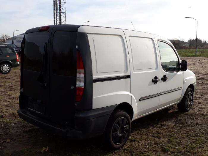 Fiat Doblo Cargo 223 19 Jtd Salvage Year Of Construction 2002