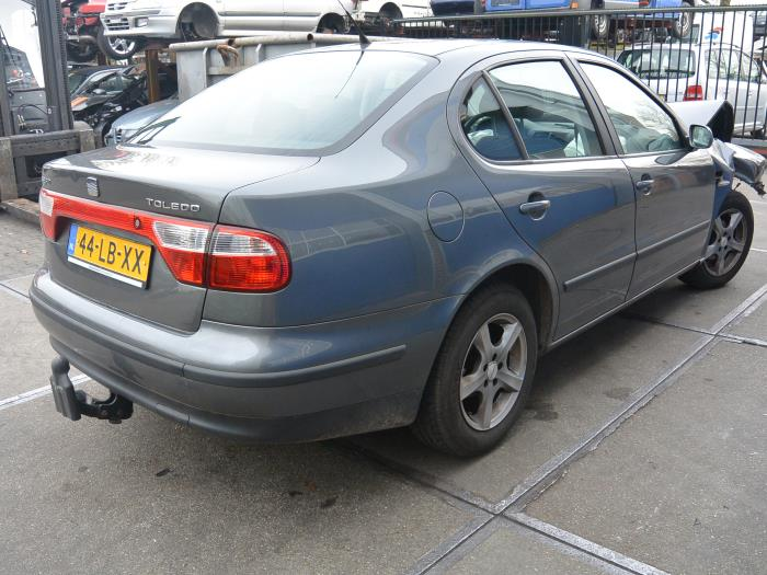 seat toledo 1m2 1 6 16v salvage year of construction 2002 colour gray. Black Bedroom Furniture Sets. Home Design Ideas