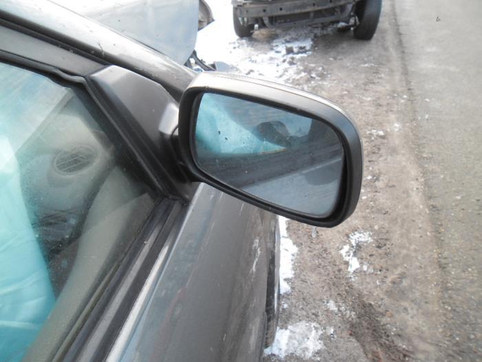 Toyota Corolla 1.4 16V VVT-i Salvage vehicle (2002, Gray)