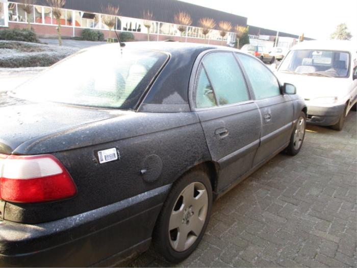 Opel Omega B 2.5 TD Épave (2000, Noir)